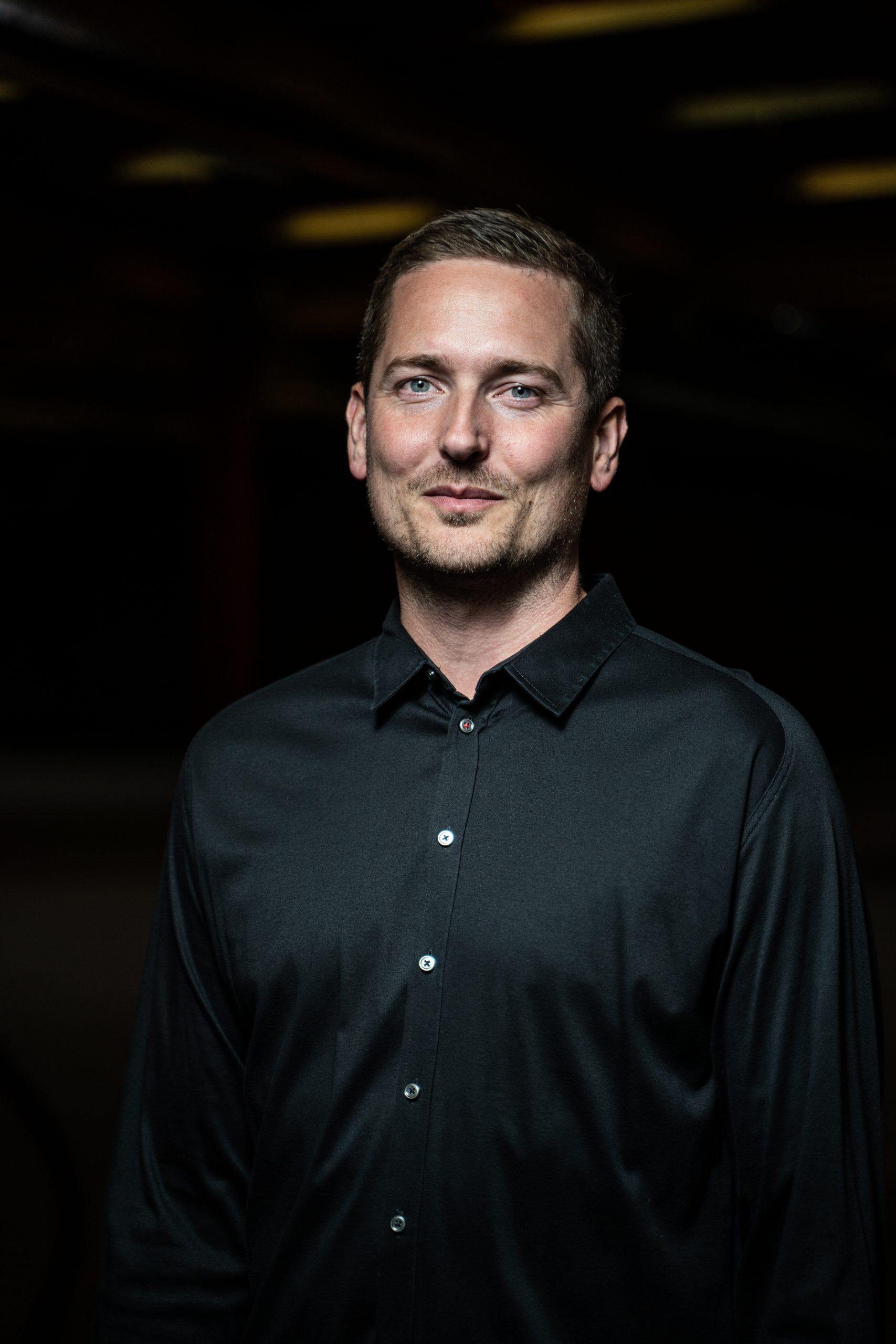 Brødre står bag online møbel-succes: Nu køber kendt erhvervsprofil sig ind i firmaet