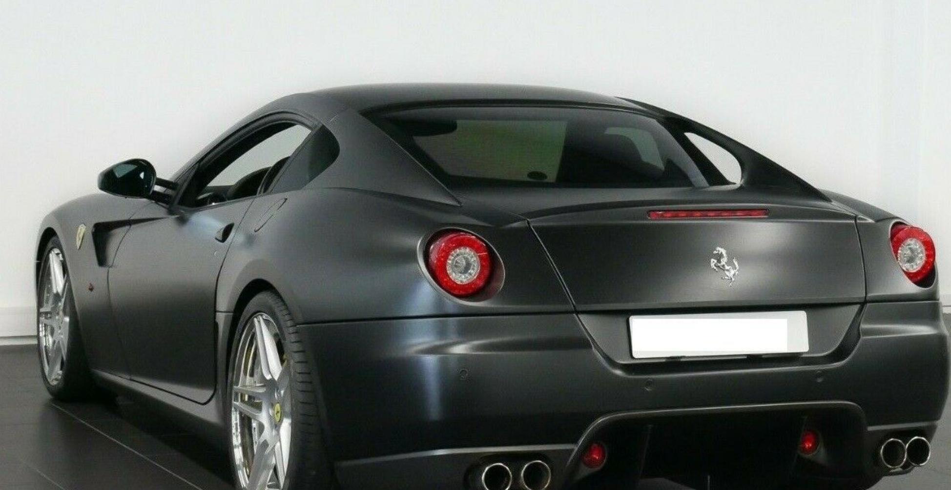 Få din egen Batmobil: Vild Ferrari sat til salg i Aalborg