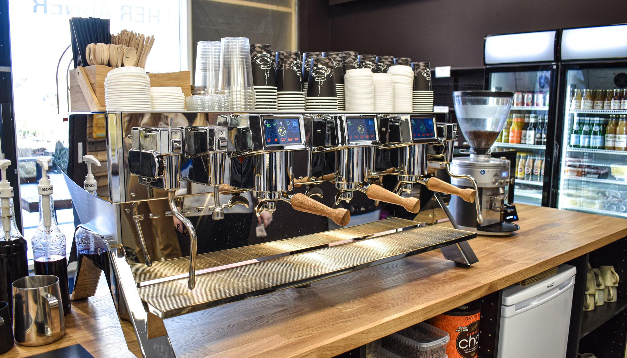 220 kvm. bageri og kaffebar: I morgen genåbner Surdejsbageren