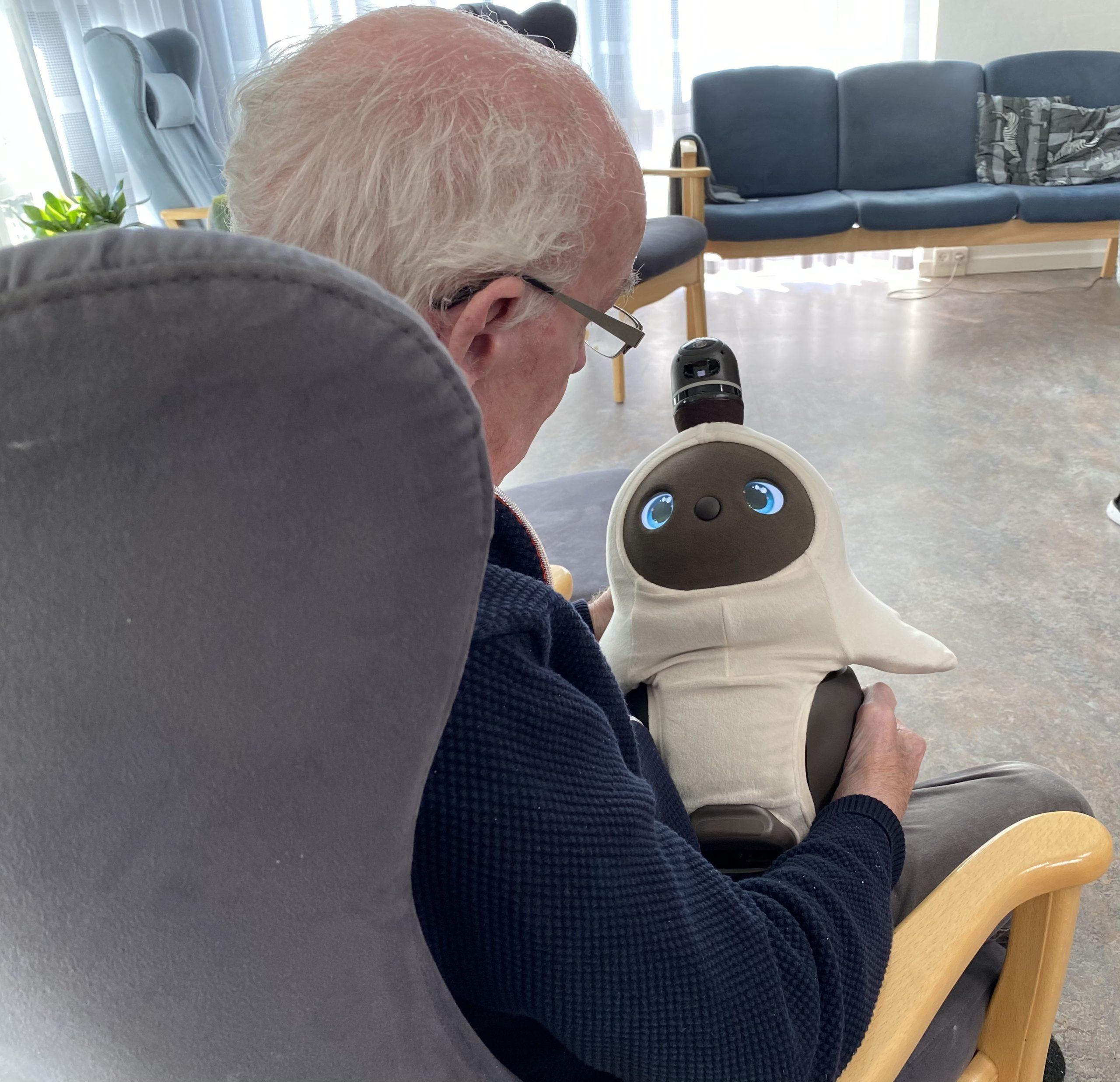 Nuttede robotter flytter på plejehjem: Skal øge livskvaliteten hos demente