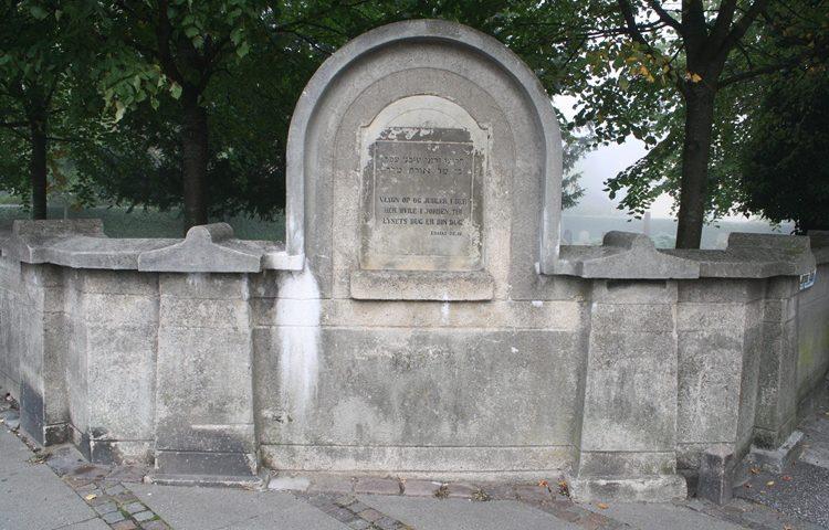 Det er på den jødiske begravelsesplads, at der er foregået hærværk Arkivfoto