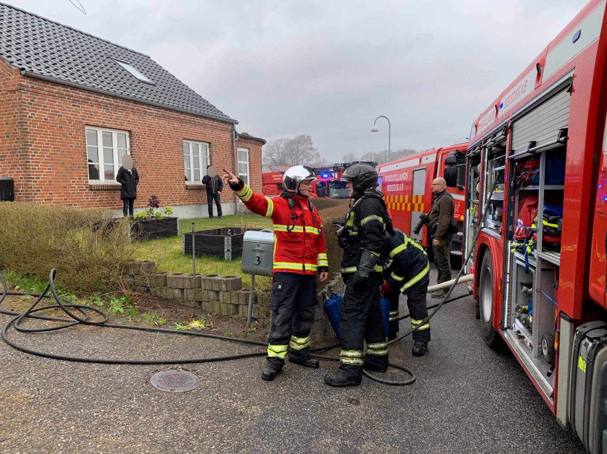 Luk vinduer og døre: Mand død i brand i Aalborg Øst