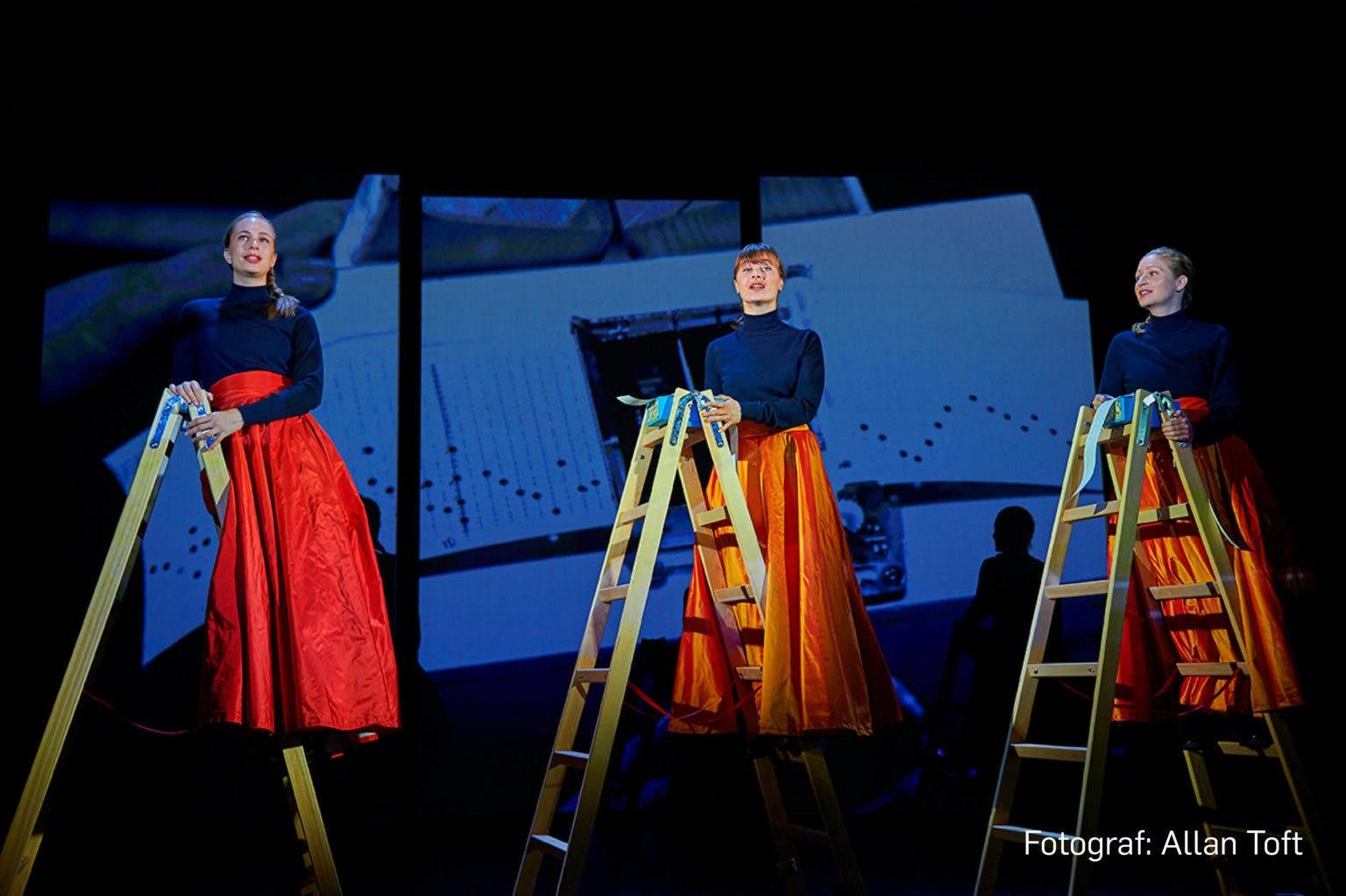 Dobbelt op på Danmarkspremiere: Aalborg Teater genåbner med ny dramatik og masser af skønsang