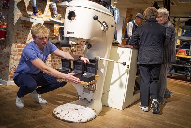 Vinderen er fundet: Ung ur-iværksætter flytter ind i Friis Shoppingcenter