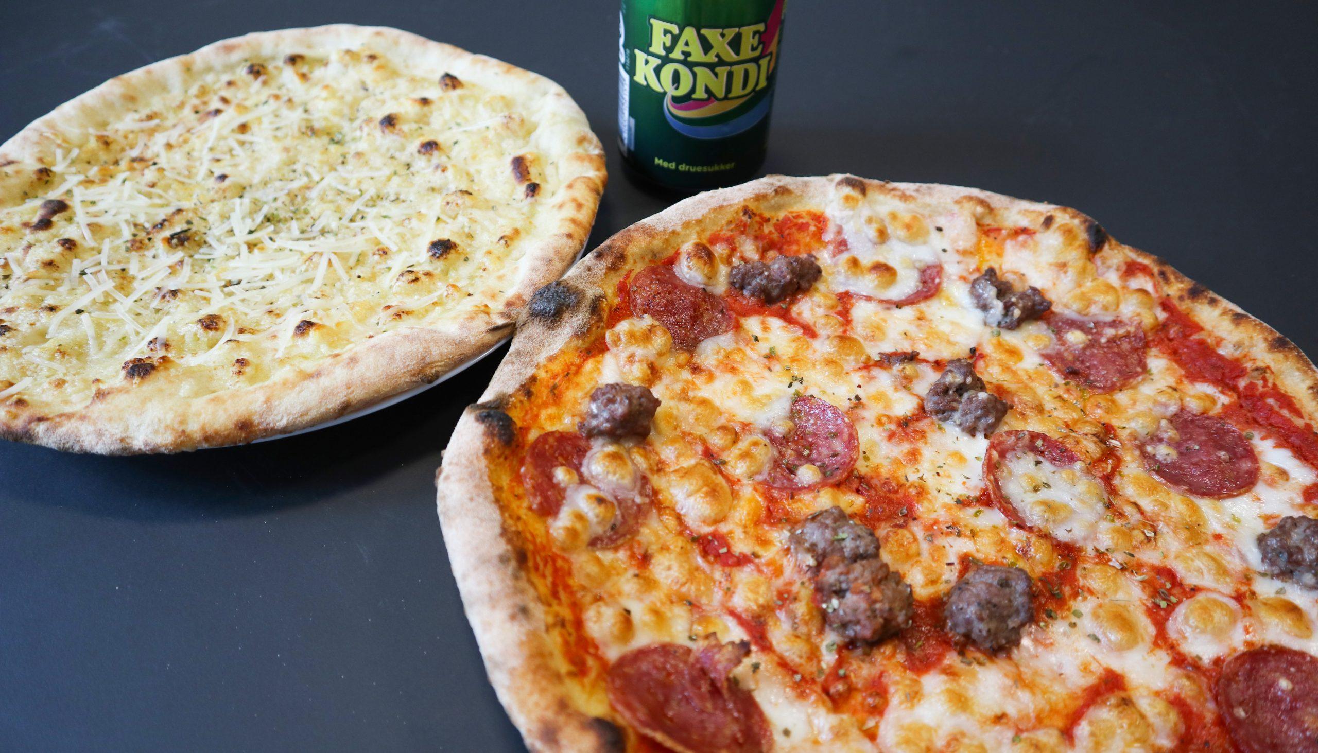 Pizzafest med Pizza Hytten: To valgfrie pizzaer og en pizza pane til særpris