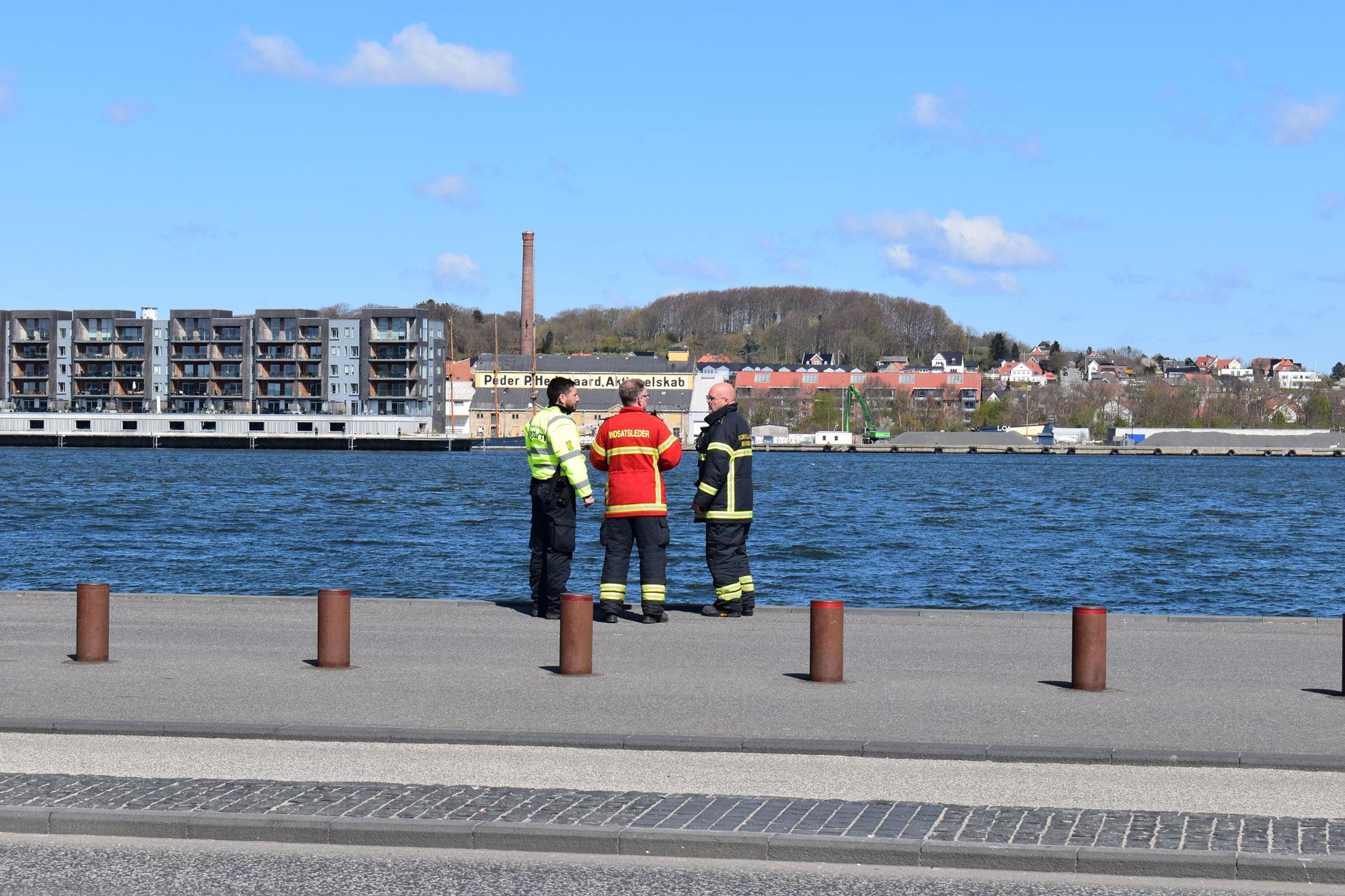 Massiv udrykning ved ved havnefronten: Mand forsøgte at svømme over Limfjorden