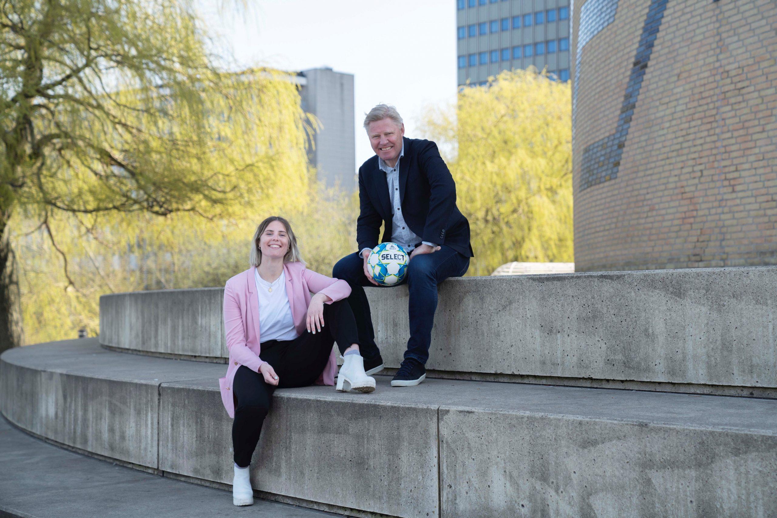 Fodboldfeber, fællesskab og slagsange: Kom til Den Rød-Hvide Koncert i Aalborg