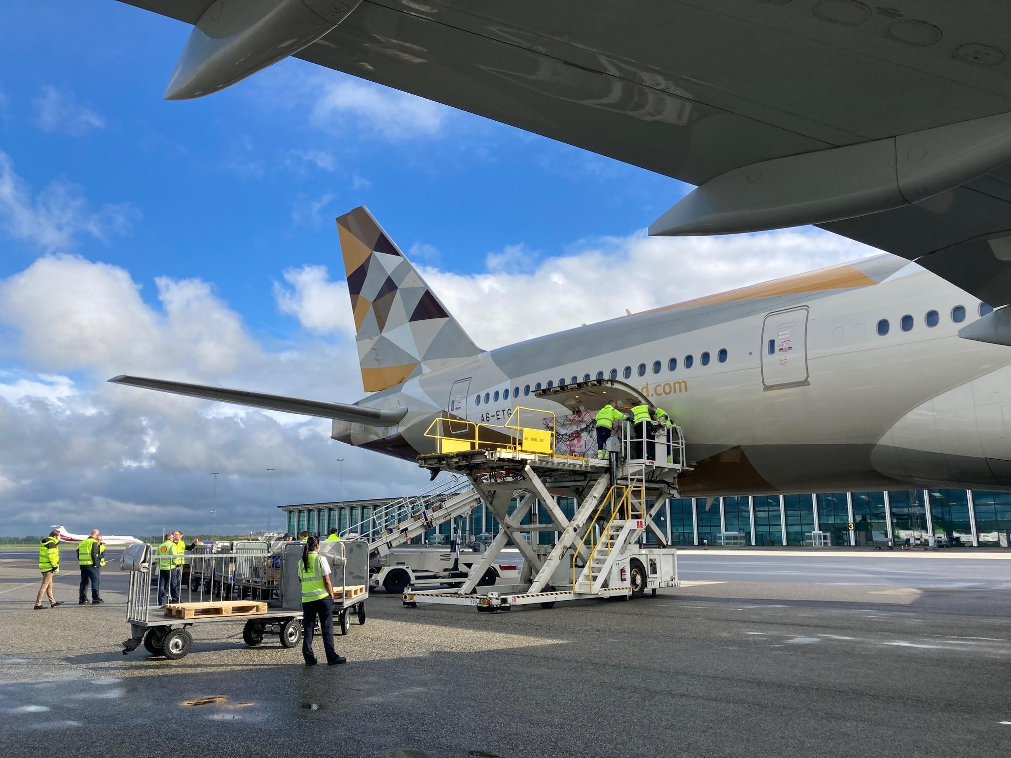 Vingefang på 65 meter: Største fragtfly nogensinde landet i Aalborg Lufthavn