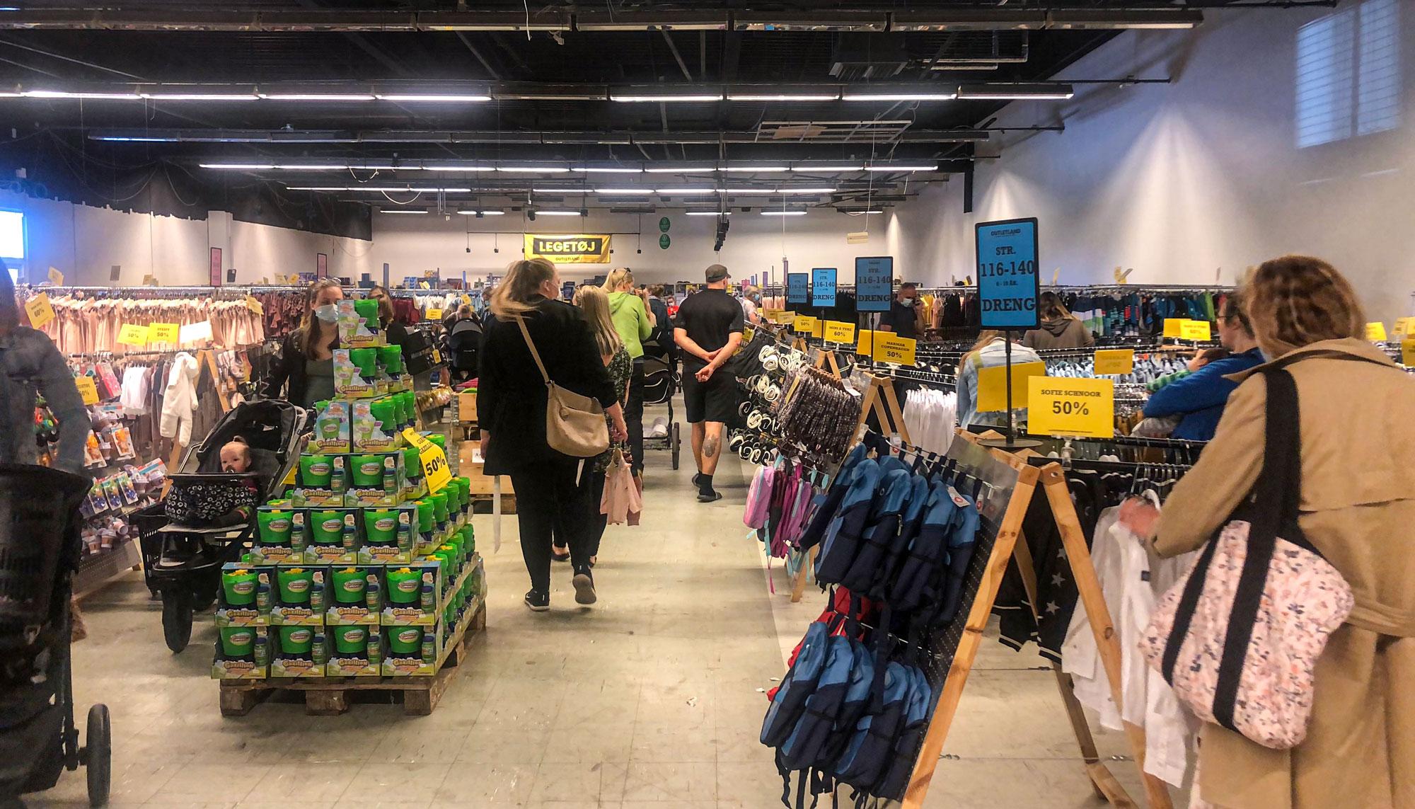 Outletland åbnede i dag: Kæmpe børnetøjsoutlet er fyldt med mærkevarer