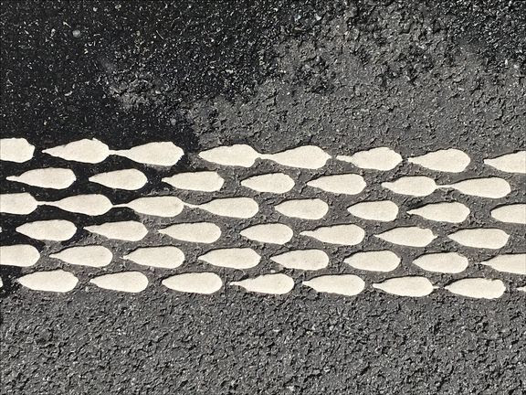Skal øge sikkerheden: Nye smarte vejstriber kommer snart til Aalborg
