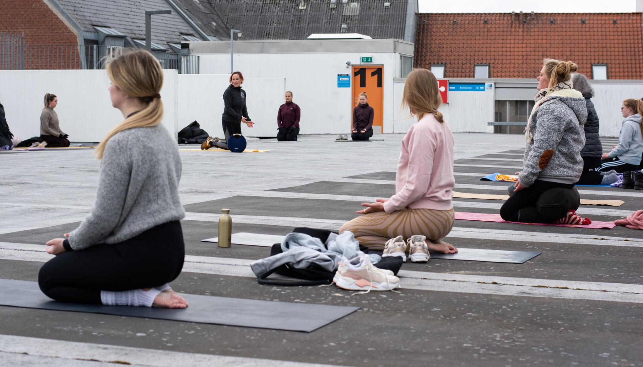 Nedlukning eller ej?: Yogaevent i P-hus tog uventet drejning