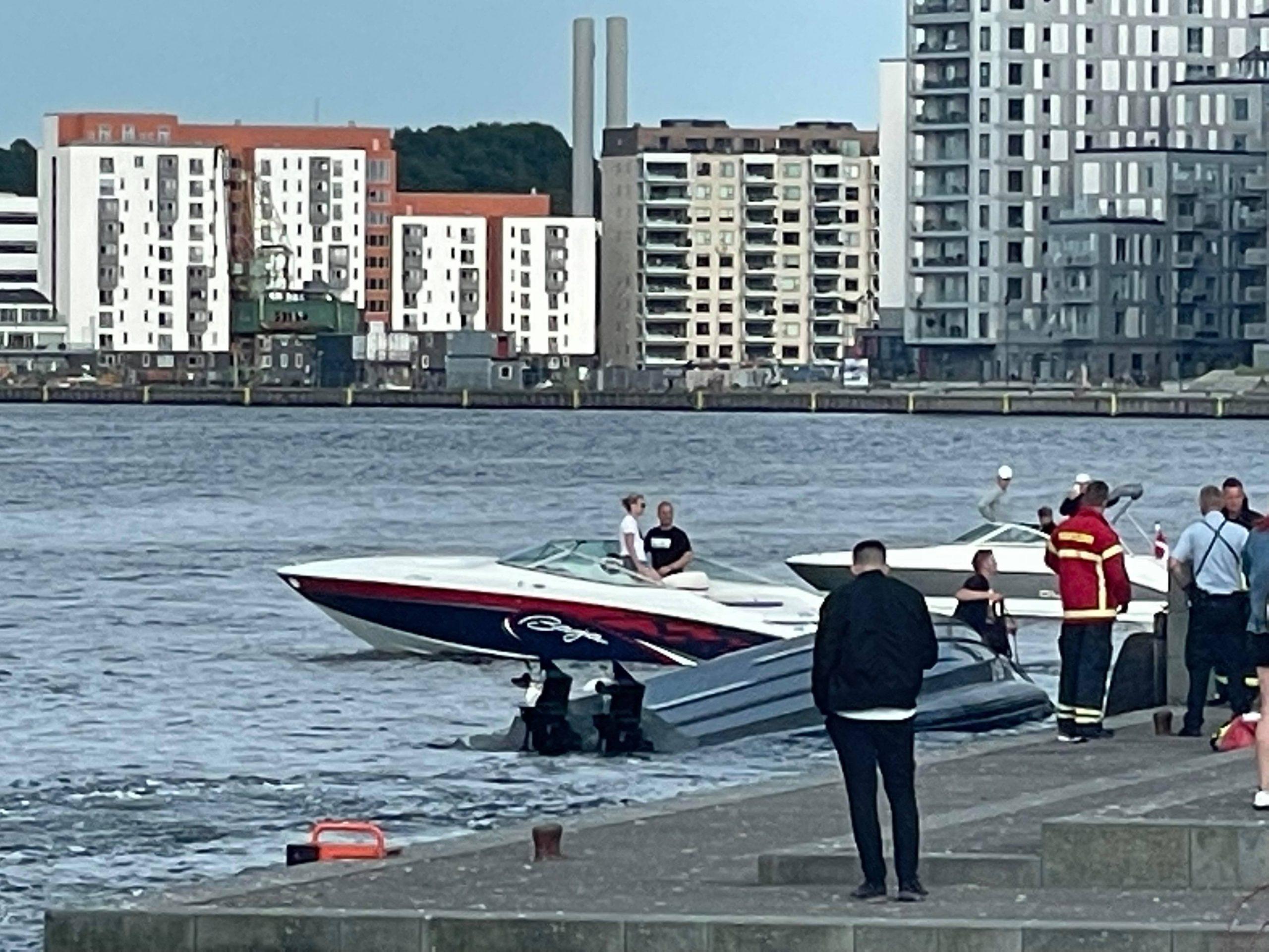 Båd i ulykke: Stor redningsaktion i gang på Havnefronten