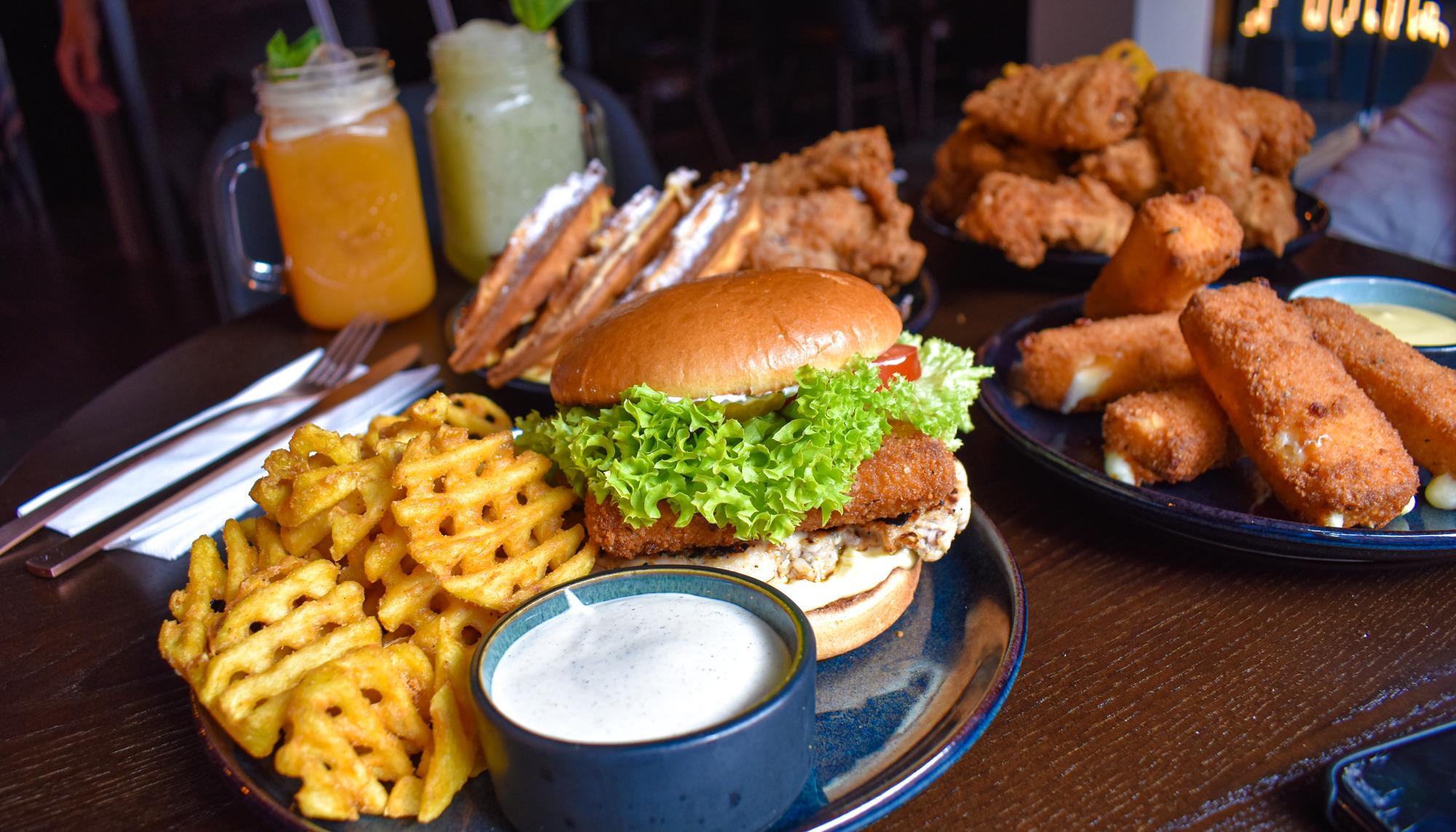 Fried chicken, vafler og vilde desserter: I morgen genåbner Chickie's