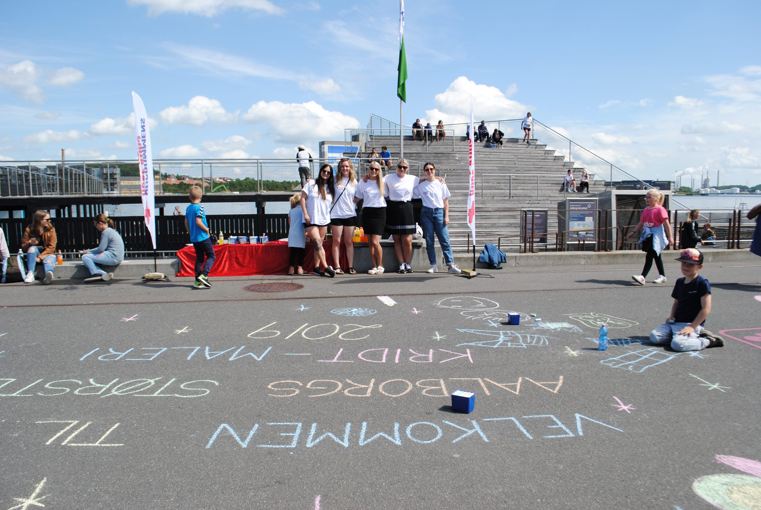 Kridt, kreativitet og kunst: Vær med til at lave Aalborgs største kridtmaleri