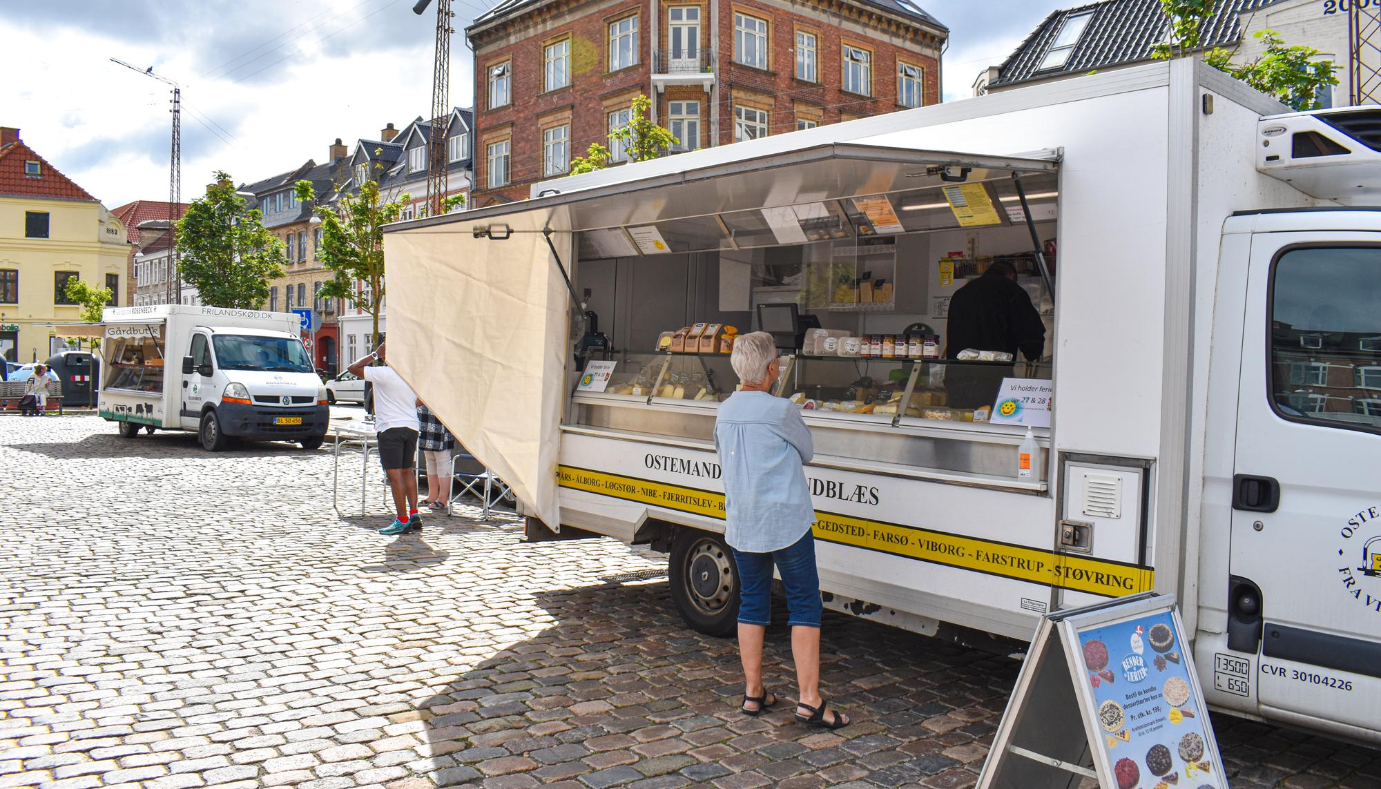 Fra lækre kager til frisk fisk og kød: Det kan du få på Grønttorvet i Aalborg