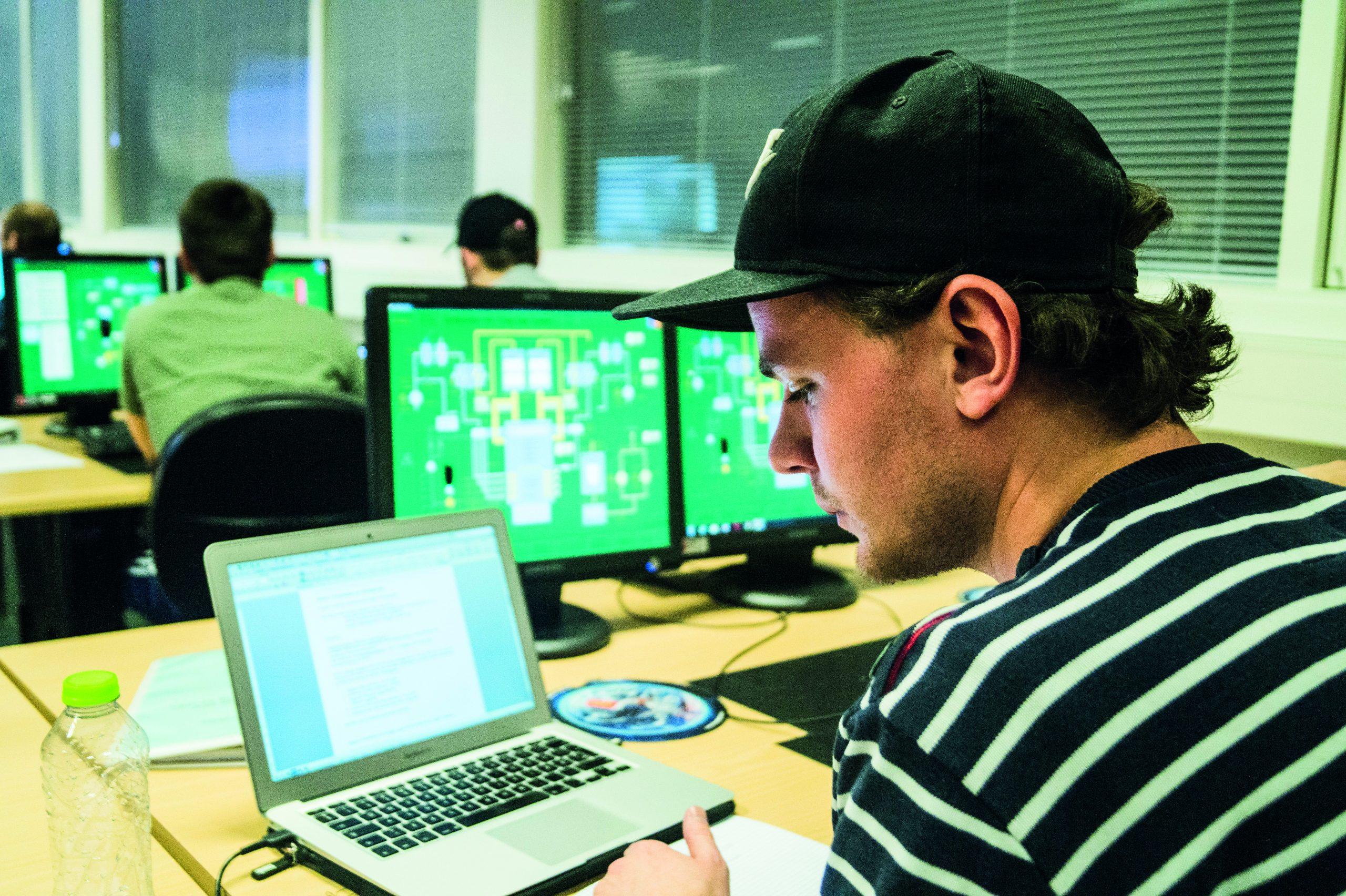 Høj løn og fuld beskæftigelse: MARTEC frister med spændende uddannelser