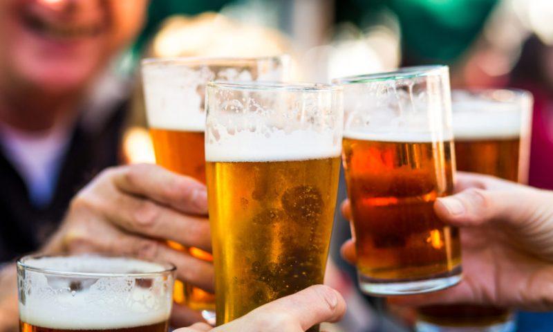 Masser af gode øl: Kom til ølsmagning under åben himmel i Aalborg