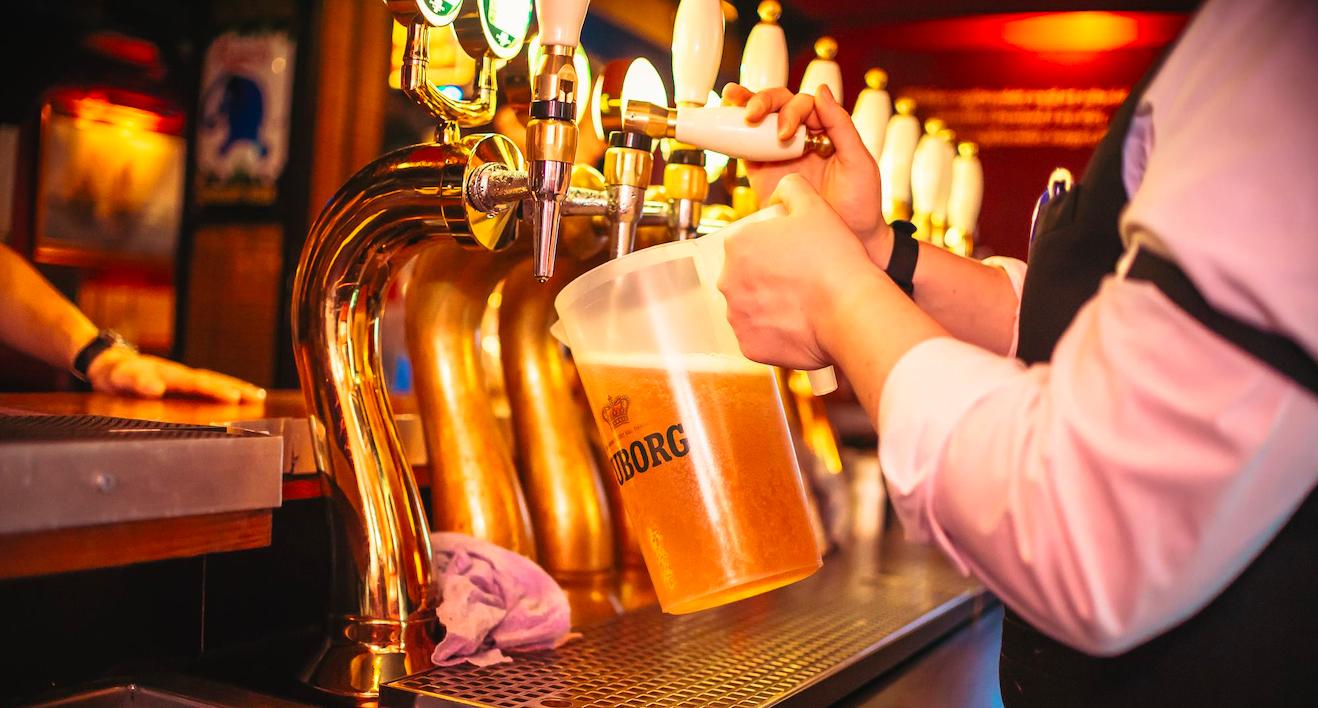 Rundstykker og store fadøl: Du kan igen drikke dig til Morgenridder i Aalborg