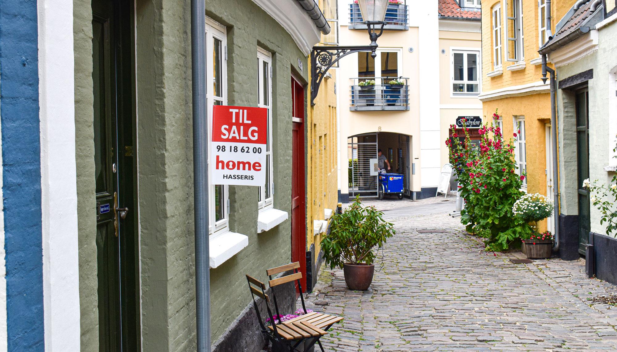 Helt unikt: Tre byhuse er til salg i Hjelmerstald