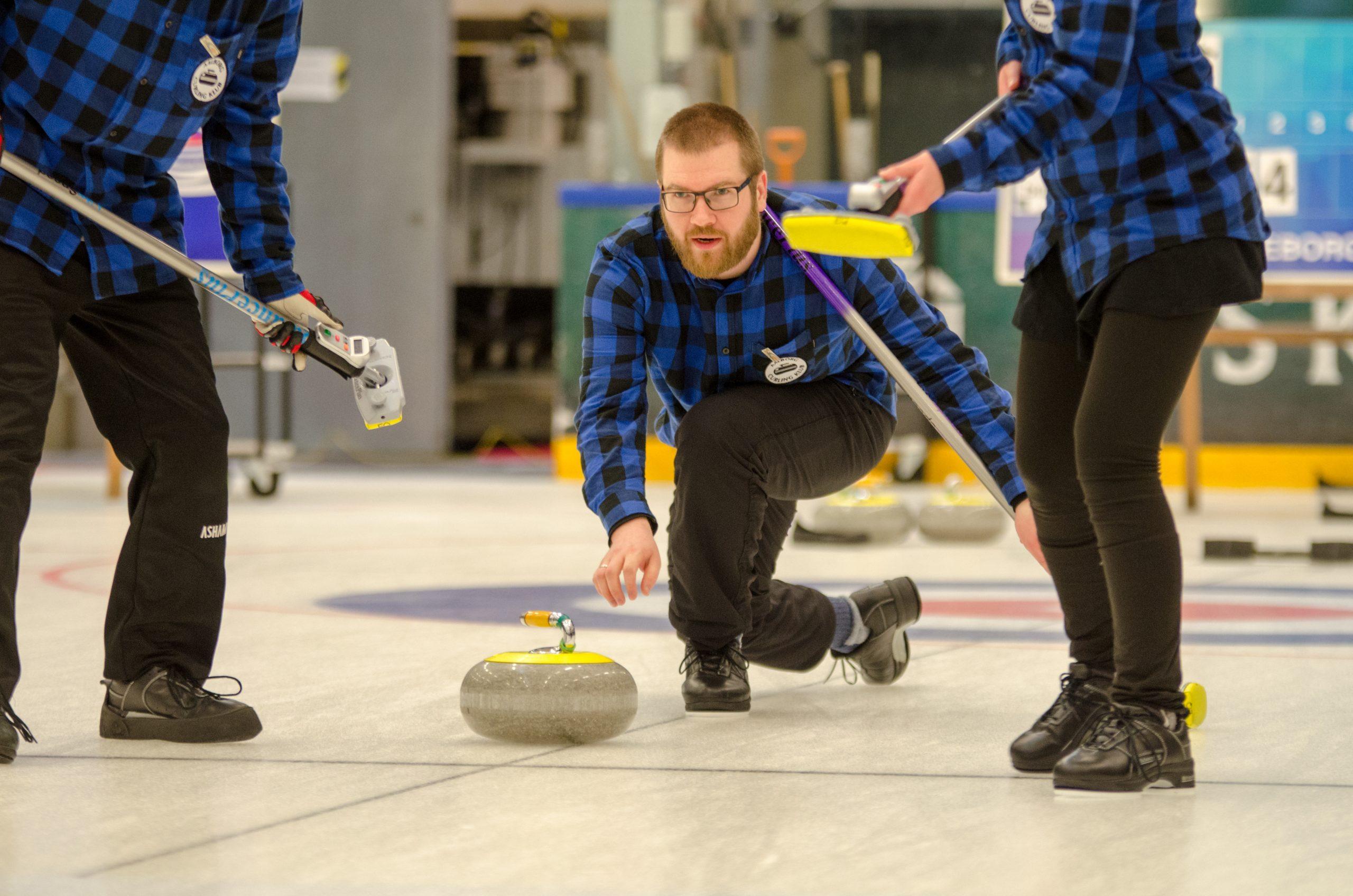 Så skal der fejes: Kom til curling-kursus i Gigantium
