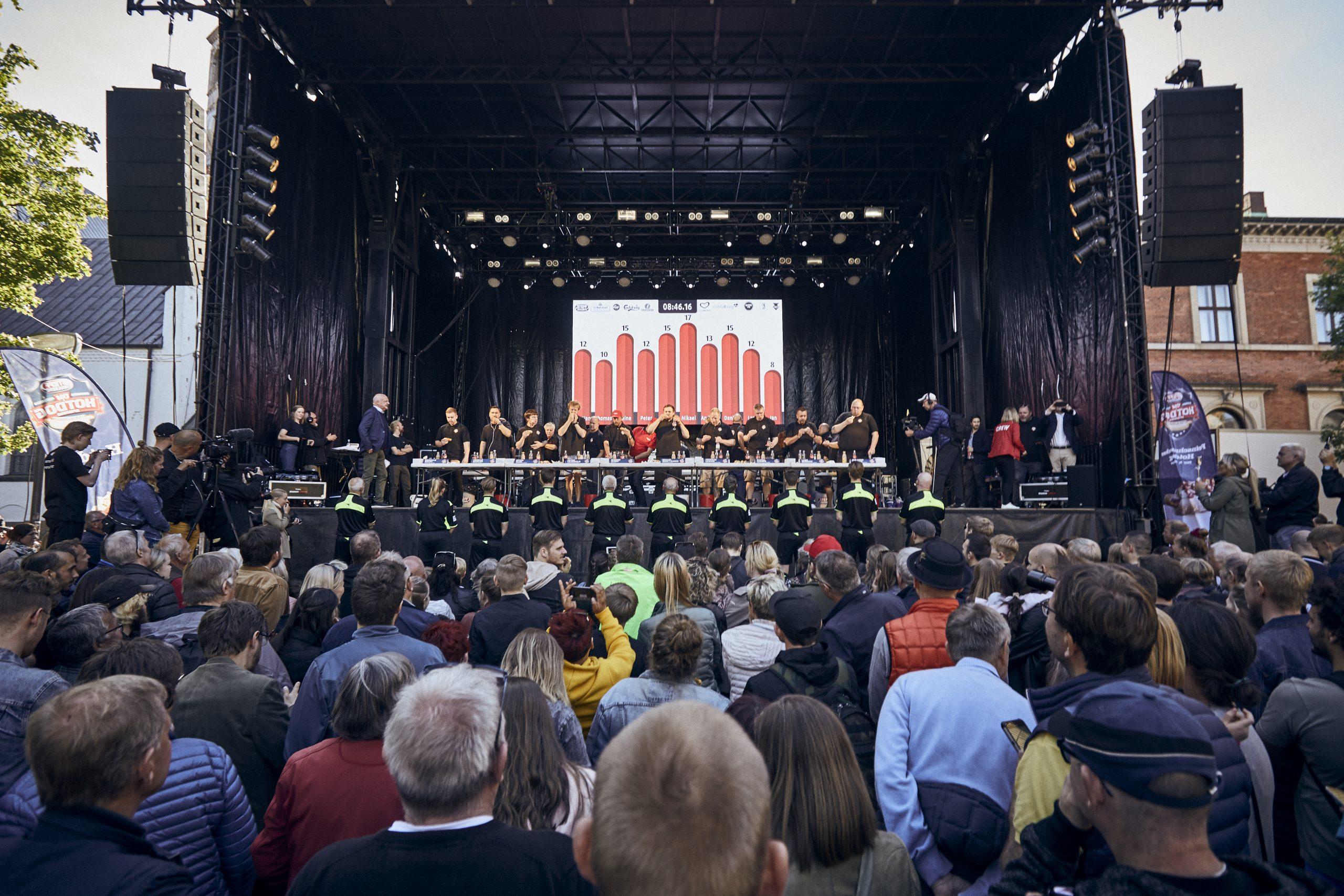 Stor Day & Night i Aalborg: Hotdogs til en 10'er og Beerpong-turnering