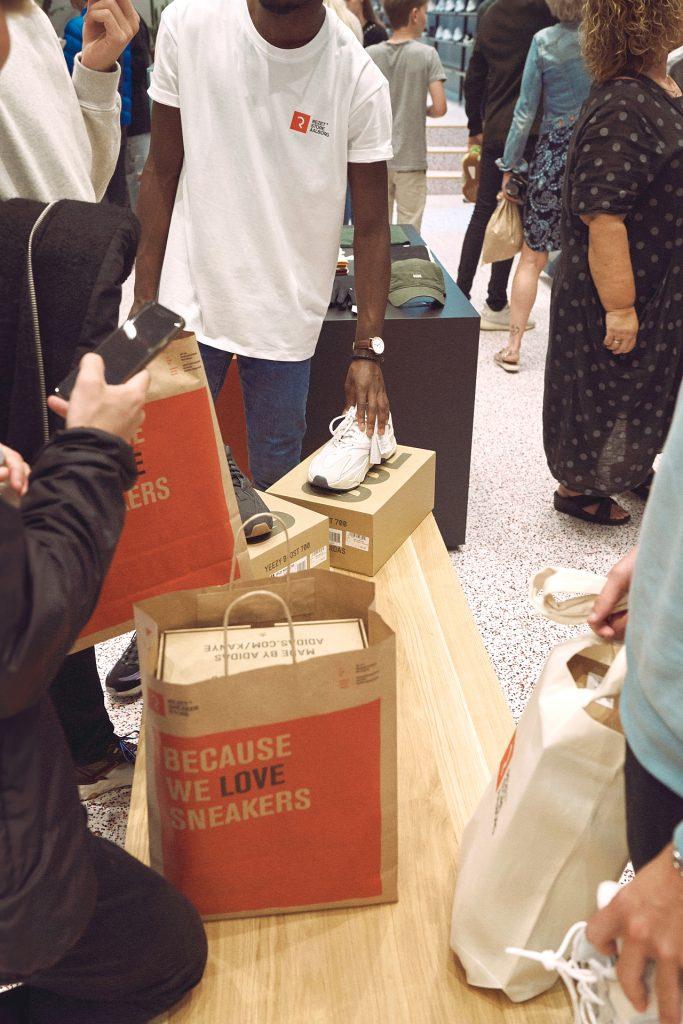 Kolde øl og vilde besparelser: Kom til fyraftensøl hos Rezet Sneaker Store