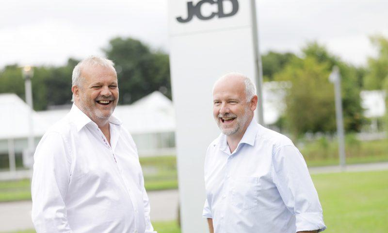 Jørgen Bønsdorff (tv) overlader styrepinden til Per Kristoffersen i JCD