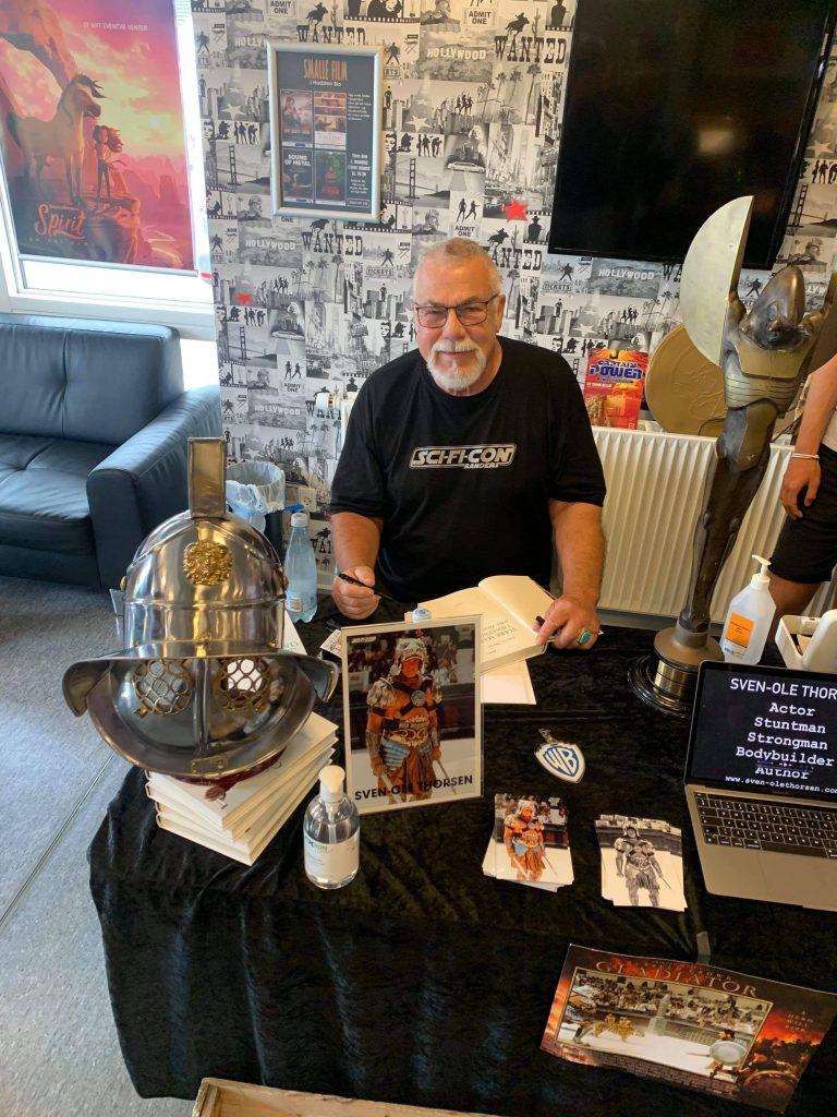 Et drys af Hollywood: Legendariske Sven-Ole Thorsen besøger La Casa Latina