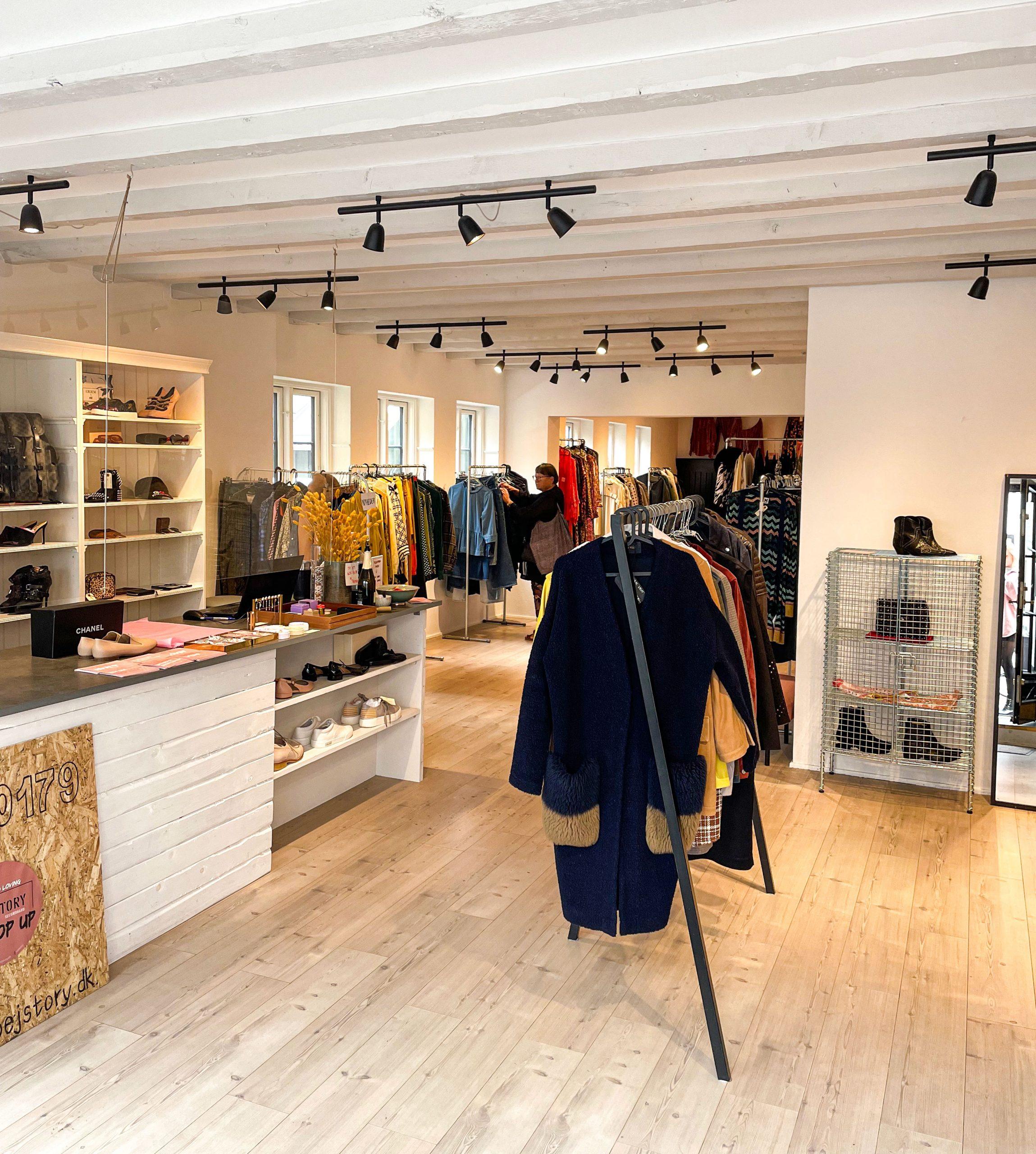 Lækkert tøj til skarpe priser: Populært secondhand-koncept er poppet up i Aalborg