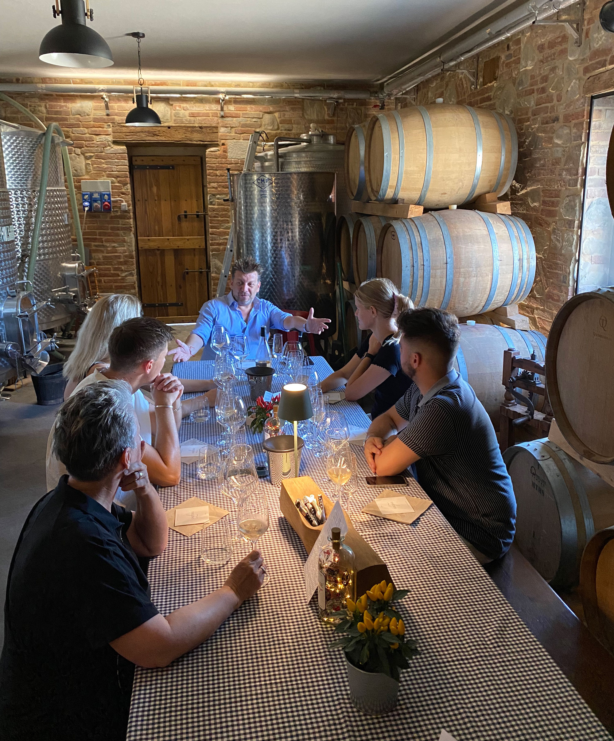 I oplæring hos vinbonden: Quist Wine tog sine ansatte med til Italien