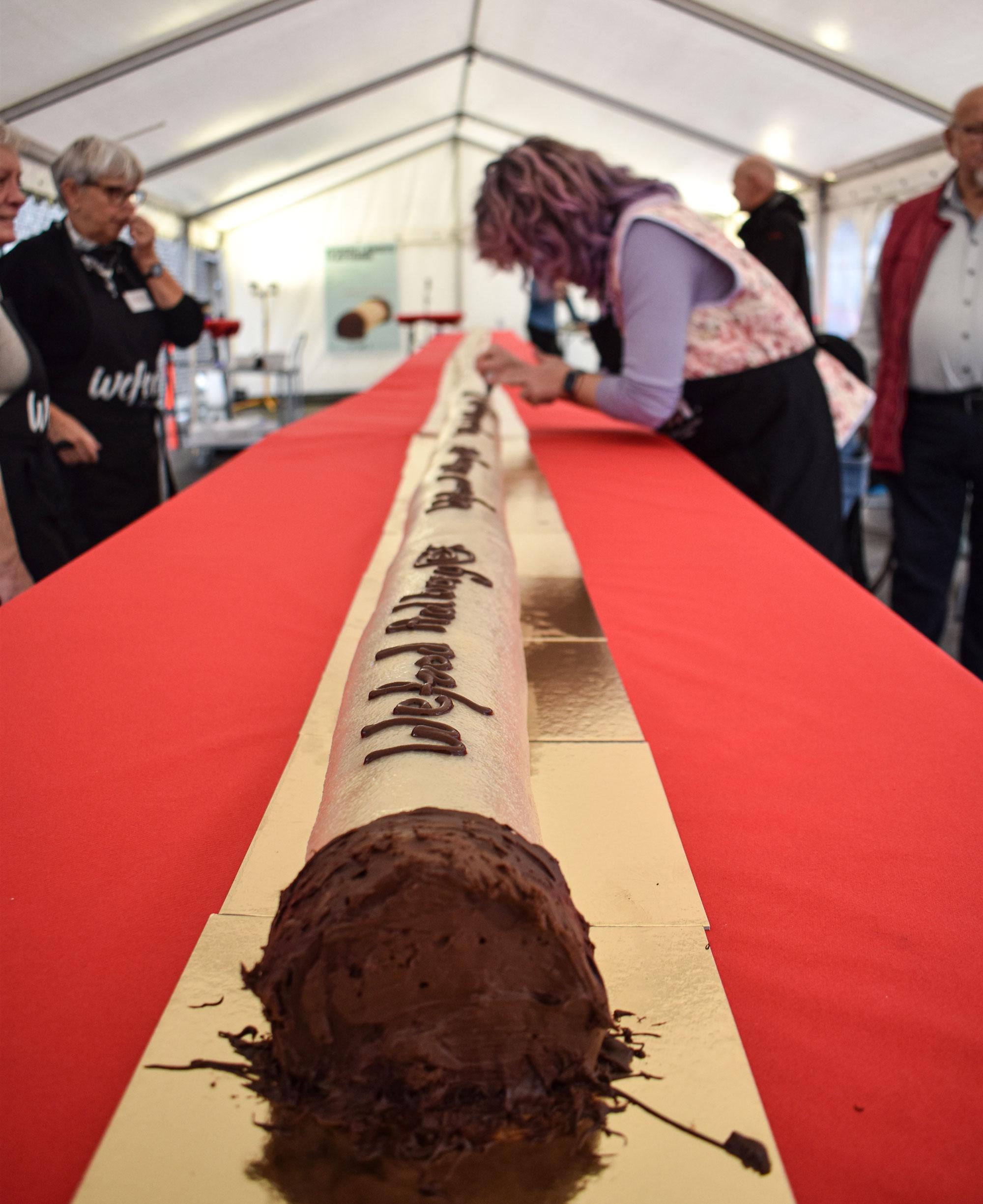 I dag går det løs: Kom og smag verdens længste træstamme