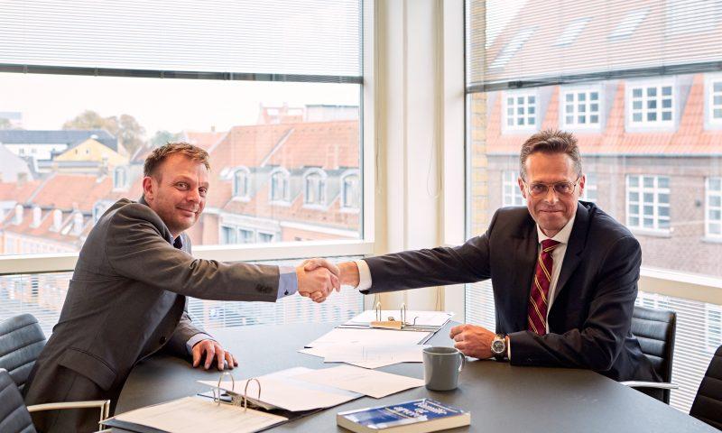 Jesper Nikolajsen (tv) og Stig Jørgensen på kontoret i Aalborg, hvor Stig vil have sin daglige gang.