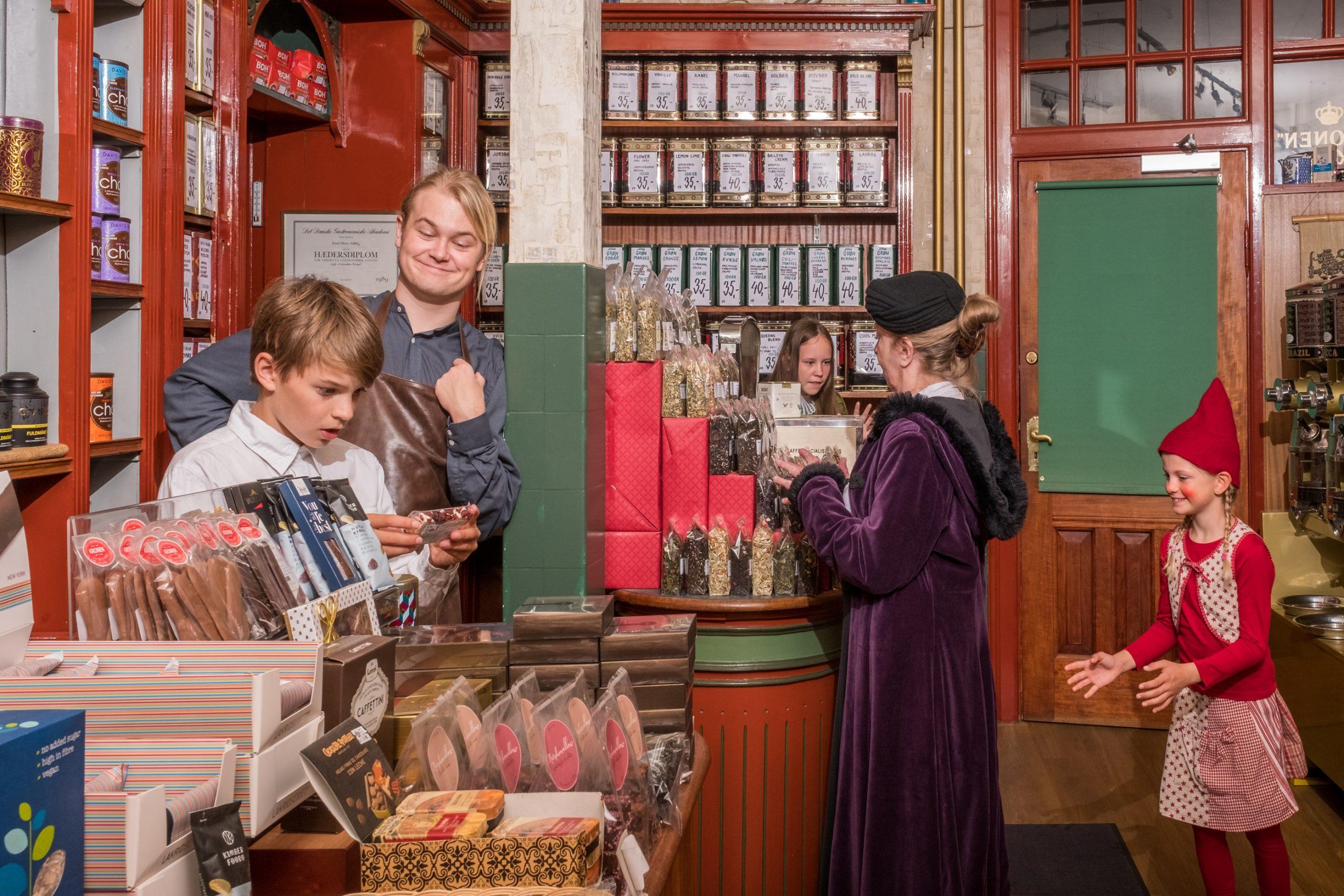 Julen er reddet: Jul i Gammelby er årets juleforestilling i Morskabs-Theatret