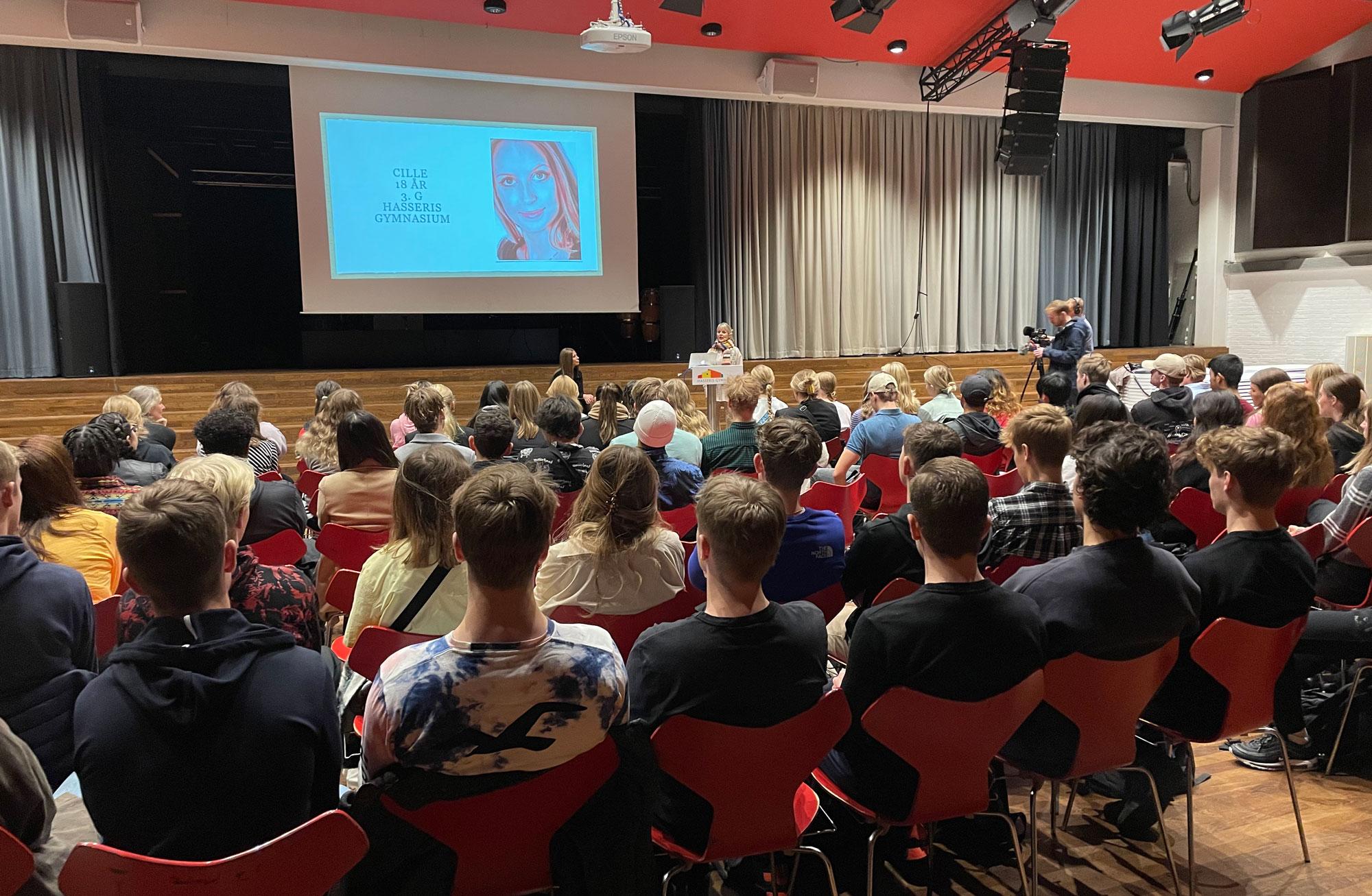 Husker du drabet på Hasseris Gymnasium?: Ny podcast dykker ned i historien